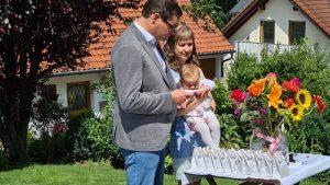 Kindersegnung/Willkommensfeier/freie Taufe mit freiem Theologen und Redner Christian G. Binder aus München